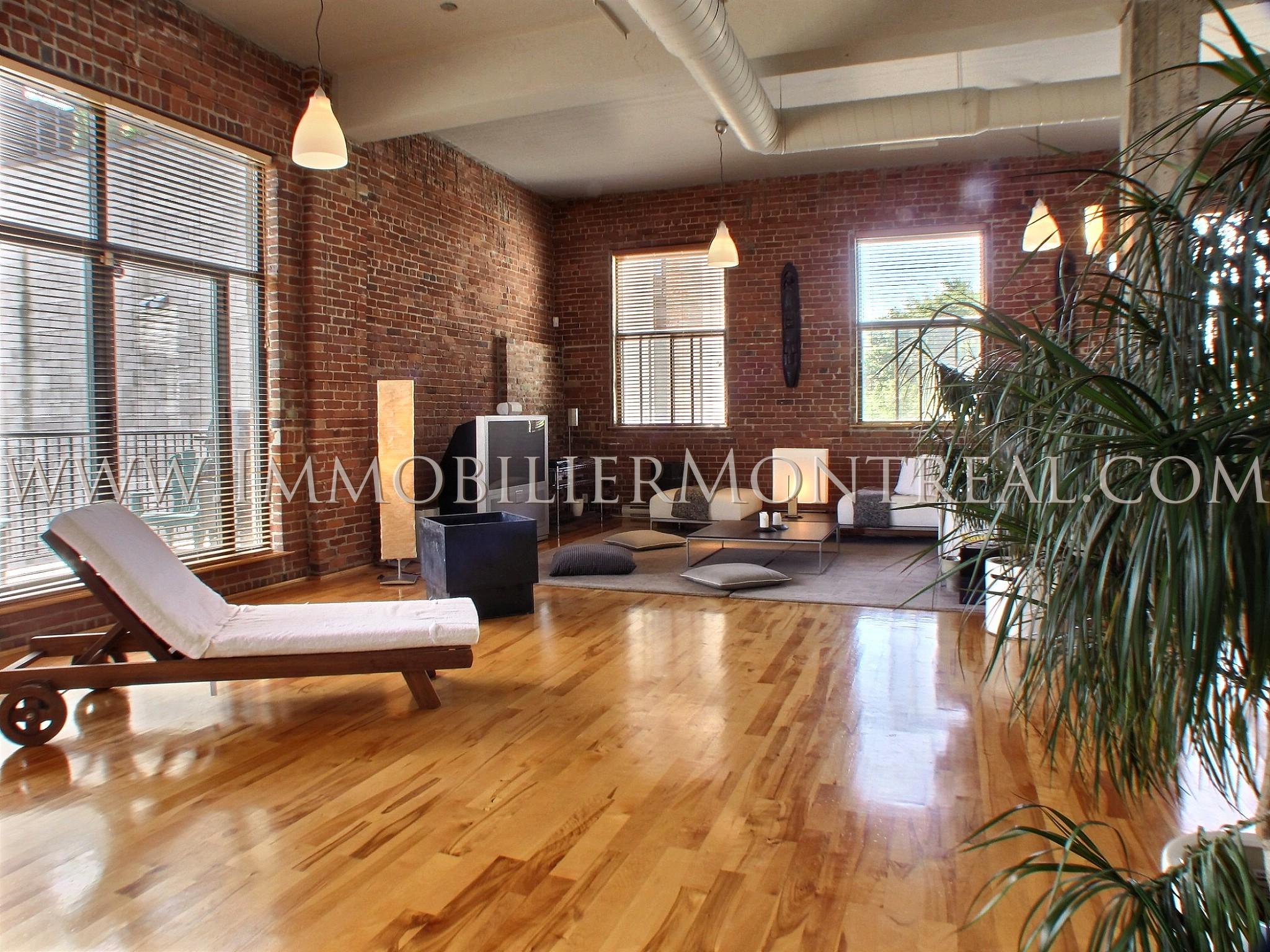 brique loft dco loft u une source inpuisable pour les artistes deco loft mur loft murs brique. Black Bedroom Furniture Sets. Home Design Ideas
